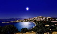 Lindos, Rhodes by night Beautiful Sky, Beautiful Places, Beautiful People, Bikini Body Inspiration, Greece Rhodes, Sunny Beach, True Nature, After Dark, Greek Islands