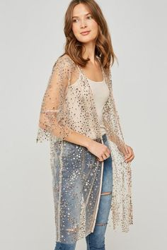 Glitter sequin kimono Dress up or down, pair with boots or booties! Model showing a size small/med True to size order your normal size. Kimono Outfit, Kimono Fashion, Boho Fashion, Holiday Outfits, Spring Outfits, Spring Clothes, Kimono Duster, Kimono Top, Sequin Kimono