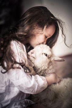 Animals For Kids, Farm Animals, Cute Animals, Precious Children, Beautiful Children, Cute Kids, Cute Babies, Finding Neverland, Mundo Animal