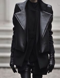 Fall trends | Edgy layered leather outfit