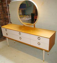 Ziggy Sawdust Find: Beautiful 1960s dressing table!