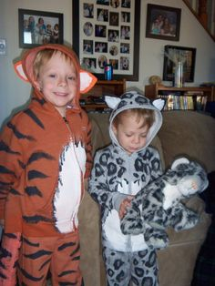 Serena wants to be a snow leopard for Halloween , after her favorite stuffed animal Shira- I actually think I could make this one....FUN! Also thinking Leo Lion.....