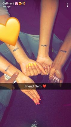 42 Coolest Matching BFF Tattoos That Prove Your Friendship Is Forever Matching Bff Tattoos, Henne Tattoo, Freundin Tattoos, Cute Tats, Inspiration Tattoos, Sister Tattoos, Cute Friends, Pretty Tattoos, Awesome Tattoos