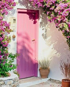 Making a statement with colorful doors and entranceways Door - A nice Greek house with a pink door and bougainvillea. The Doors, Windows And Doors, Front Doors, Tout Rose, Greek House, Unique Doors, Pink Houses, Pink Aesthetic, Doorway