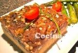 Tartar de atún sobre cuscús: http://tartar-de-atun-sobre-cuscus.recetascomidas.com/ - #recetas - #recuoes