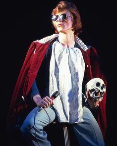 "vaticanrust: ""David Bowie on stage in New York City, Photo by Bob Gruen. David Bowie Diamond Dogs, David Bowie Pictures, Ziggy Played Guitar, David Bowie Ziggy, Ziggy Stardust, Bright Stars, Glam Rock, Alter, Actors & Actresses"
