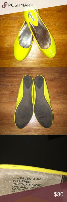 Adorable Bright Yellow Steve Madden Flats!! 🌸🌸 EUC Super fun bright yellow Steve Madden pumps in Size 8.5! These flats have been worn one time and are in Excellent Used Condition! They can be dressed casual or fancy ☺️☺️☺️ make me an offer! 🌸🌸 Steve Madden Shoes Flats & Loafers