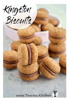 Kingston biscuits, an Australian classic! My homemade Kingston biscuits are a golden coconut and oat biscuit, sandwiched with a real chocolate cream centre. Biscuit Sandwich, Sandwich Cookies, Oat Cookies, Biscuit Cookies, Kingston Biscuits, Cookie Recipes, Dessert Recipes, Thermomix Desserts, Challah