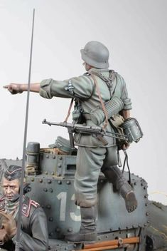 Ww2 Uniforms, German Uniforms, Military Figures, Military Diorama, Trump Models, Model Tanks, King And Country, Military Modelling, Miniature Figurines
