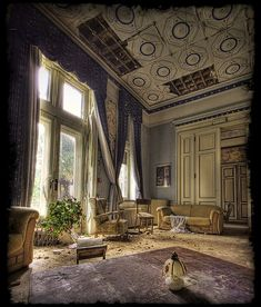 Chateau les Chambers II - Abandoned home. Abandoned Buildings, Abandoned Property, Abandoned Castles, Old Buildings, Abandoned Places, Old Mansions, Abandoned Mansions, Urban Decay, Beautiful Buildings