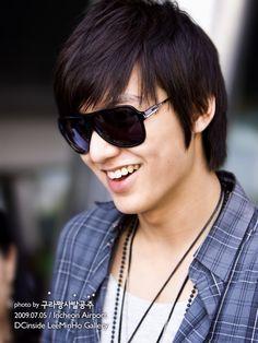 Lee Min Ho (Boys Before Flower, City Hunter & The heirs) Korean Celebrities, Korean Actors, Celebs, Celebrity Smiles, Celebrity Crush, Lee Min Ho Profile, Lee Min Ho Smile, Heirs Korean Drama, Korean Dramas