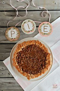 Pumpkin Pie with Dulche de Leche Pecan Streusel on Sweetopia. I've teamed up with @criscorecipes as part of the Scratch Academy baking school to show you just how easy it can be to make a delicious pie crust from scratch. #spon #pie #fromscratch