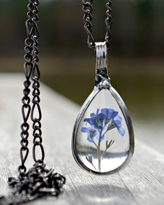 Best Seller Handmade Pressed Real Flower Pendant, Blue Forget Me Not, Great Gift Ideas, Necklaces Women 2783 online - Alltoclothing Birthday Gifts For Best Friend, Best Friend Gifts, Resin Jewelry, Jewelry Gifts, Handmade Jewelry, Glass Jewelry, Jewlery, Terrarium Necklace, Unique Gifts For Women