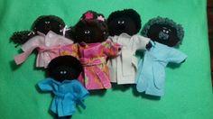 Família lúdica negra com genitais