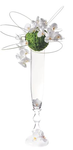Flowers ball on the edge of a glass vase - website no longer exist
