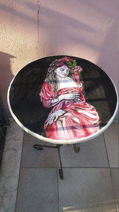 tavolino dipinto a mano omaggio a Marilena Manna by ChimereinArte #italiasmartteam #etsy