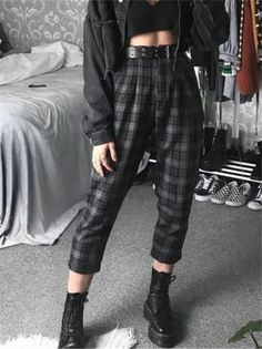 30 street style grunge looks to wear right now 8 Adrette Outfits, Swaggy Outfits, Indie Outfits, Retro Outfits, Cute Casual Outfits, Fashion Outfits, Grunge School Outfits, Grudge Outfits, Cute Grunge Outfits