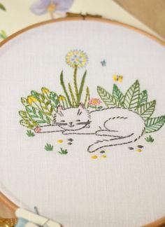 DIY home decor, embroidery hoop art, Hand embroidery pattern PDF Cat Embroidery, Hand Embroidery Patterns Flowers, Hand Embroidery Projects, Hand Embroidery Tutorial, Hand Embroidery Stitches, Hand Embroidery Designs, Floral Embroidery, Vintage Embroidery, Embroidery Ideas