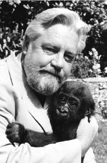 Gerald Durrell, Writers And Poets, Important People, World Of Books, Love To Meet, Old Men, Tv Series, Memories, Portrait