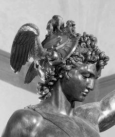 Perseus Und Medusa, Tattoos For Guys, Cool Tattoos, Statue Tattoo, Tattoo Project, Stone Statues, Achilles, Chest Tattoo, Renaissance Art