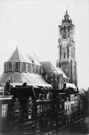 Delft. Zeer oude foto van de Vlamingstraat zuidzijde. De spits van de Nieuwe Kerk is nog laag. Delft, City Scene, North Sea, Empire State Building, Big Ben, Places, Travel, Voyage, Lugares