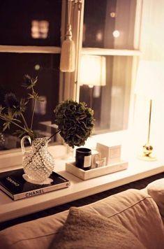 44 Ideas For Bedroom Window Sill Decor Shelves 44 Ideas For Bedroom Window Sill Decor Shelves Bedroom Decor Living Room Windows, Home Living Room, Living Room Decor, Bedroom Decor, Room Inspiration, Interior Inspiration, Window Ledge Decor, Autumn Lights, Cozy House