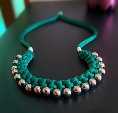 COLLAR CON CINTA Y PERLAS-Beautiful DIY necklace with tutorial. I'm so doing this!