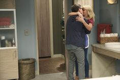 """Emily Osment Kisses Jesse McCartney On """"Young & Hungry"""""""