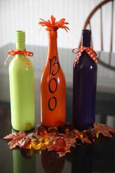 Painted Wine Bottles For Halloween - Yahoo Image Search Results Holidays Halloween, Halloween Crafts, Holiday Crafts, Halloween Decorations, Holiday Fun, Bottle Decorations, Halloween Ideas, Happy Halloween, Wine Bottle Art
