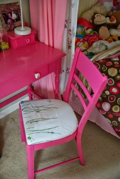 This chair was found on the side of the road! Painted to match the desk that is perfectly pink for a girls bedroom. Redoing this chair was so simple, it is done with absolutely no sewing! Simple steps to follow, this furniture redo is very low cost!