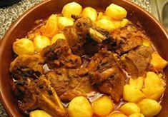Transmontana Mutton Stew - vote) 500 gr lamb breast 50 g butter 50 gr lard 50 g unleavened flour 4 cloves garlic 5 dl b - Roasted Potato Recipes, Lamb Recipes, Roasted Potatoes, Meat Recipes, Cooking Recipes, 185, Lamb Dishes, Portuguese Recipes, Portuguese Food