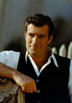 Hugh O'Brian Actor, Best known for his role in the television series, The Life and Legend of Wyatt Earp Hollywood Men, Golden Age Of Hollywood, Hugh O'brian, Lloyd Bridges, I Will Remember You, Wyatt Earp, Celebrity Deaths, Tv Westerns, Thanks For The Memories