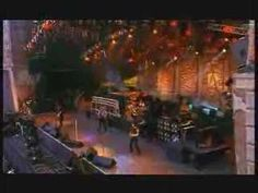Bon Jovi - Living on a Prayer // Wembley Stadium London 1995 Bon Jovi Live, Jon Bon Jovi, Dance Music, Rock Music, Sound Of Music, My Music, Bon Jovi Videos, Run To The Hills, Green Bar