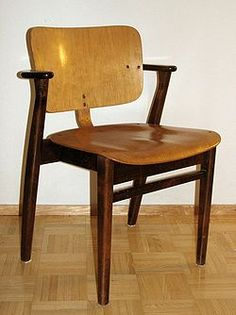 Ilmari Tapiovaara – Wikipedia Nordic Design, Scandinavian Style, Furniture Design, Dining Chairs, Interior Design, Modern, Home Decor, Woody, Finland