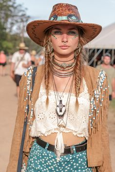 I love this photograph. I love this girl's bohemian vibe. I adore her fringe jacker and her crop top! I also really like her jewelry! Her nose ring is pretty cool.
