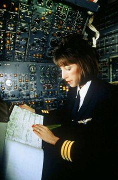 Michele Jett, the first female aviation engineer inside a #Lufthansa cockpit, logging during a Boeing 727 flight. #aviation