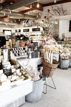 Mar 2020 - the best type of shops and markets. See more ideas about Cafe shop, Coffee shop and Cafe restaurant. Deco Restaurant, Restaurant Design, Shabby Chic Restaurant, Shabby Chic Cafe, Modern Shabby Chic, Restaurant Ideas, Interior Modern, Interior Design, Retail Interior