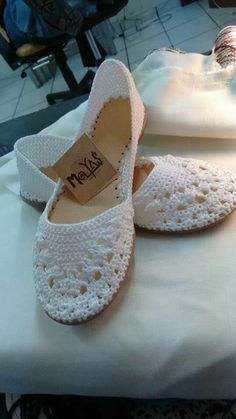 These Beautiful Shoes Are Wove - Diy Crafts - Qoster Crochet Slipper Pattern, Crochet Slippers, Diy Crafts Crochet, Bags For Teens, Shoe Crafts, Crochet Sandals, Shoe Pattern, Crochet Accessories, Ballerinas