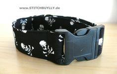 Halsband Hundehalsband Totenkopf Skull  XL 4cm von stitchbully.de macht buntes für Hunde auf DaWanda.com