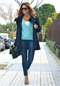 Fashion and Style Blog / Blog de Moda . Post: Friday´s look / Look de viernes .More pictures on/ Más fotos en : http://www.ohmylooks.com/?p=21583 I wear/Llevo Jeans,Coat,Blouse and Shoes : Zara ;Necklace: Cordón de seda ;Sunglasses: Mango ;Bag: Pedro Miralles