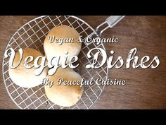 ホシノ天然酵母で無添加パンを作る簡単な方法(Baking with Natural Yeast)   Veggie Dishes by Peac...  ホシノ天然酵母を使った プチパンの作り方を紹介します。 発酵させて生地を丸めて焼くだけ、 型なども要らないのですぐに作れると思います。 ホシノ天然酵母独特の、モチモチした食感と香りをお楽しみください!  詳細レシピはコチラ ⇒http://videlicio.us/post/?id=210