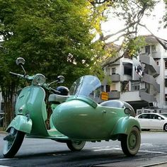 Mint Vespa with Sidecar