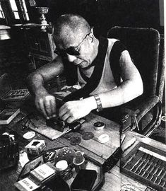 His Holiness the Dalai lama love repairing watch.which is why I met him at Birks' watch repairs! Gautama Buddha, Buddha Buddhism, Tibetan Buddhism, Buddhist Art, Brave, 14th Dalai Lama, Religious Books, Yoga Meditation, Spiritism