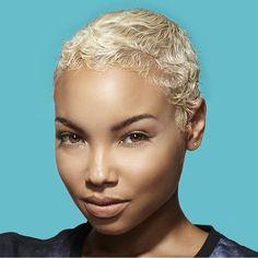 I'll never get tired of pinning blonde hair. Natural Hair Short Cuts, Short Sassy Hair, Very Short Hair, Short Hair Cuts, Natural Hair Styles, Blonde Hair Black Girls, Short Blonde, Blonde Twa, Afro Hairstyles