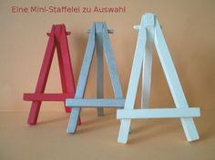<bR> **Farbige Mini-Staffelei / Kartenhalter / Tischnummer-Halter / Sitzplan / Menükarten-Halter** <bR> Die kleine Ministaffelei aus Birkenholz ist ein prima Dekorationsartikel für alle, die...
