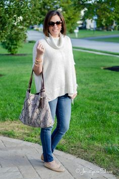Daily Mom Style: Ivory + Denim | Click through for outfit details and shopping links | Fashion for Women Over 40 | Jo-Lynne Shane