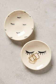 Store your jewelry in these adorable eyelash trinket dishes.