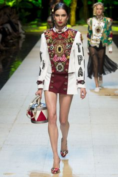 Dolce & Gabbana Spring 2017 Ready-to-Wear Fashion Show