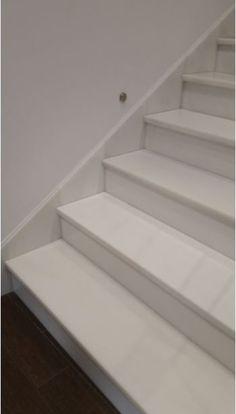 Escalera en #mármol blanco.