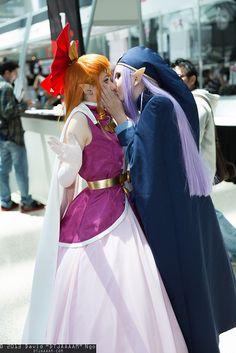 Princess Zelda and Vaati cosplayers kiss
